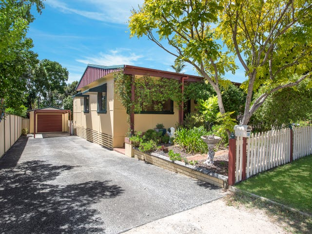 30 Dampier Boulevard, Killarney Vale, NSW 2261