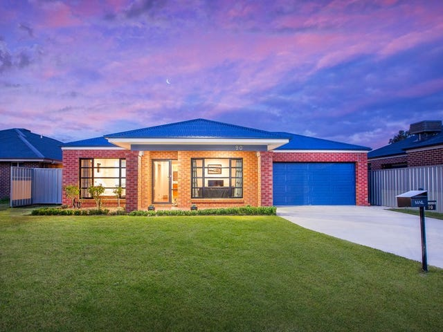 90 Cambridge Drive, Thurgoona, NSW 2640