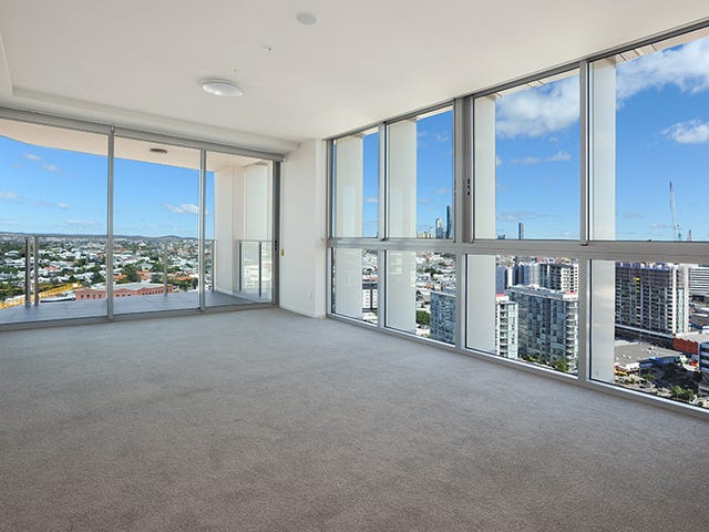 221 (11)/30 Festival Place, Newstead, Qld 4006