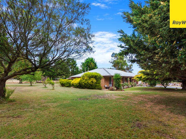 4 Fairway Drive, Drouin, Vic 3818