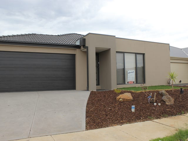 18  Blakewater Crescent, Melton South, Vic 3338
