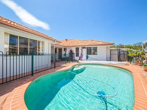 3 Albatross Court, Banksia Beach, Qld 4507