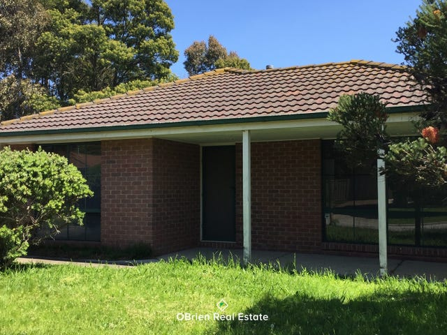 112 Lawless Drive, Cranbourne North, Vic 3977