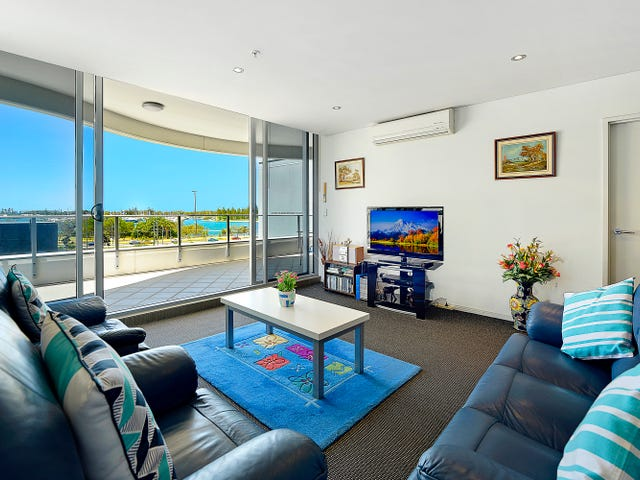 4 Como Creescent, Southport, Qld 4215
