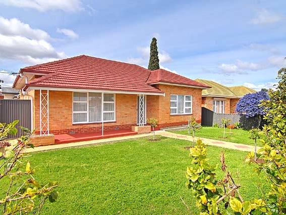 2 Moore Crescent, Campbelltown, SA 5074