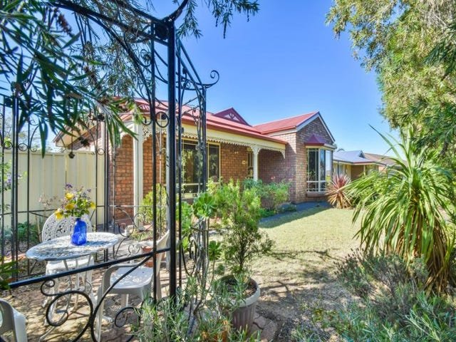 33A Clearwater Crescent, Seaford Rise, SA 5169