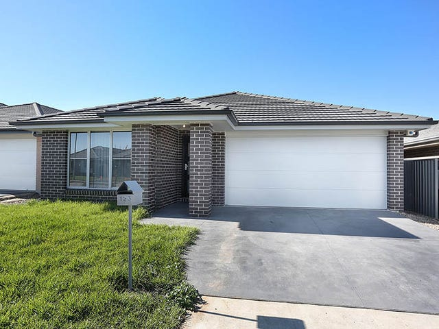 125 Village Circuit, Gregory Hills, NSW 2557