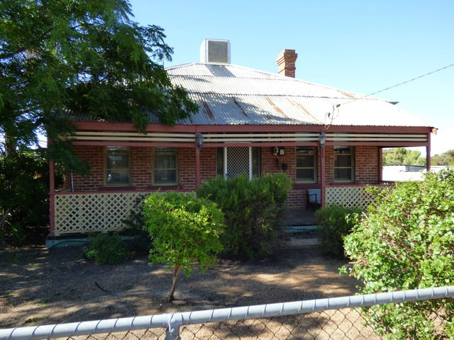 8 Kitchener Road, Merredin, WA 6415
