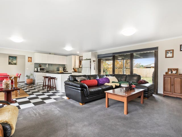 26 Morris Road, Woodend, Vic 3442