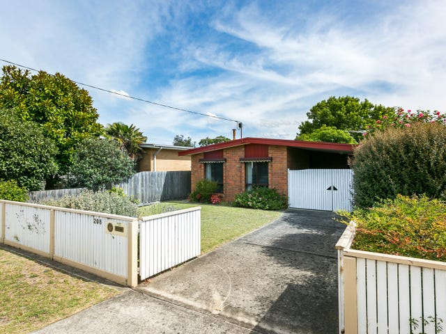 208 Ninth Avenue, Rosebud, Vic 3939