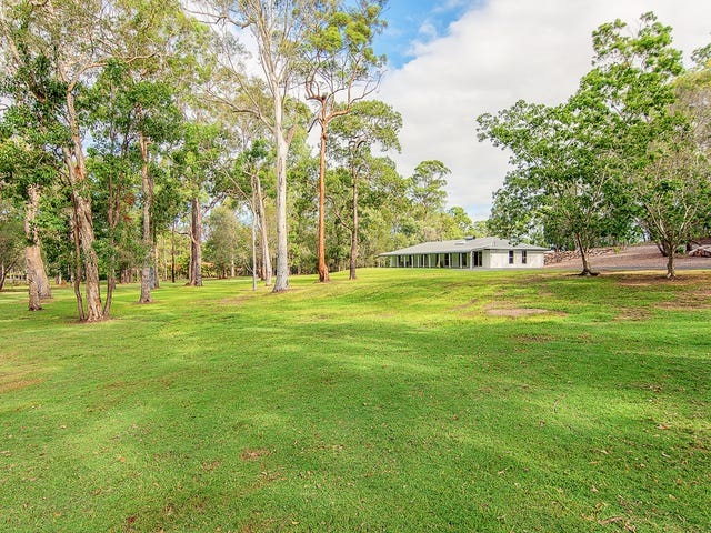 33 Lakeside Drive, Carbrook, Qld 4130