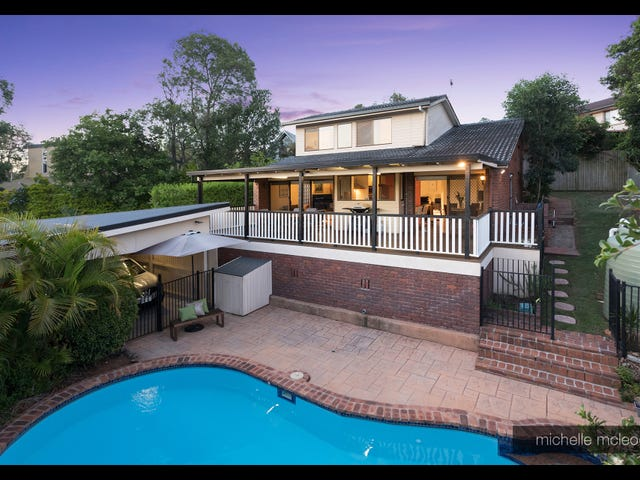 15 Ironbark Road, Chapel Hill, Qld 4069