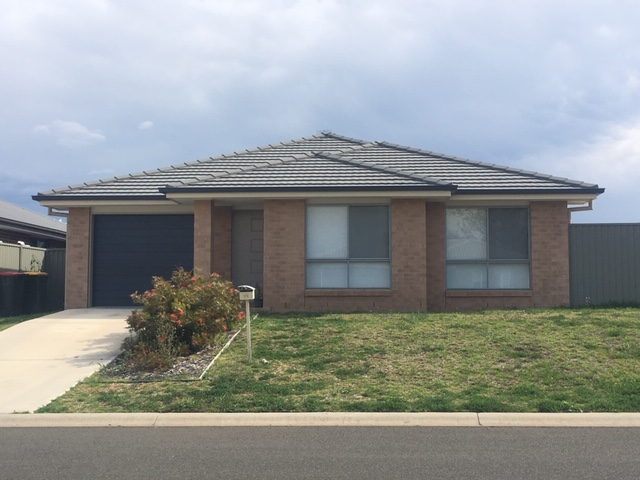 13 Gungurru Close, Tamworth, NSW 2340