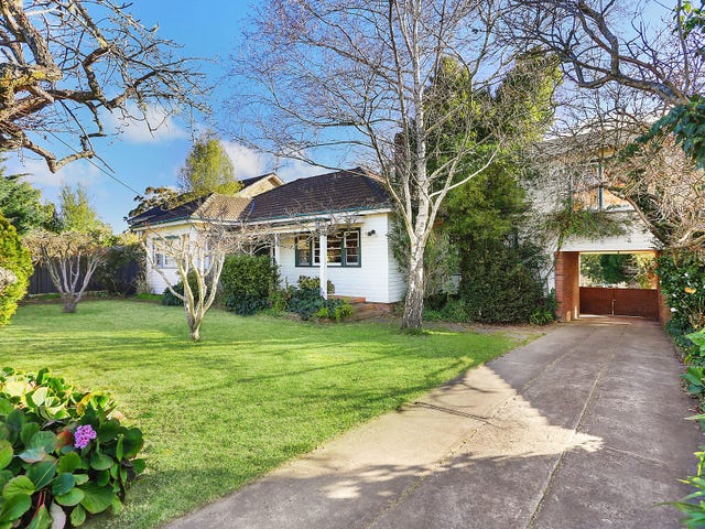 15 Oaklands Street, Mittagong, NSW 2575