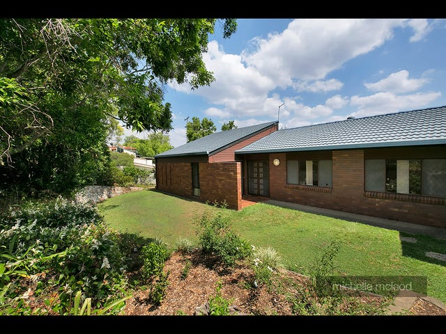 138 Burbong Street, Chapel Hill, Qld 4069