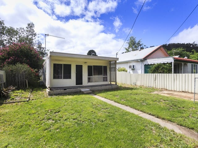 118 Foxlow Street, Captains Flat, NSW 2623