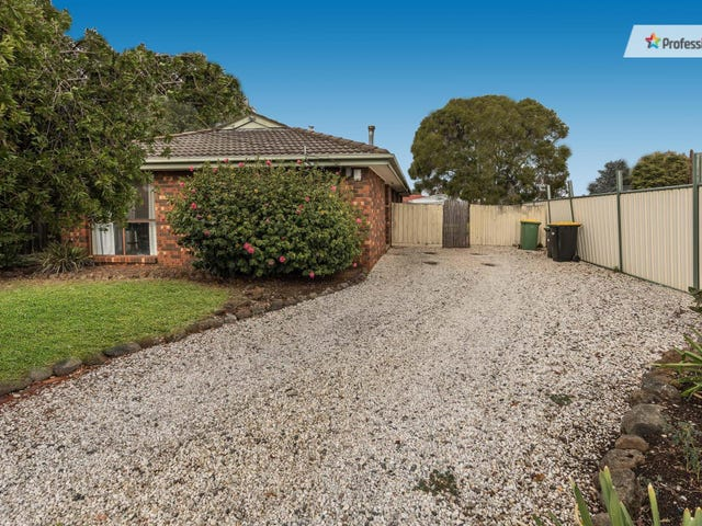 39 Bernard Drive, Melton South, Vic 3338
