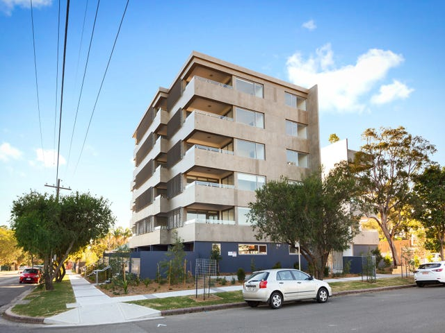 2/9 Moore Street, Sutherland, NSW 2232