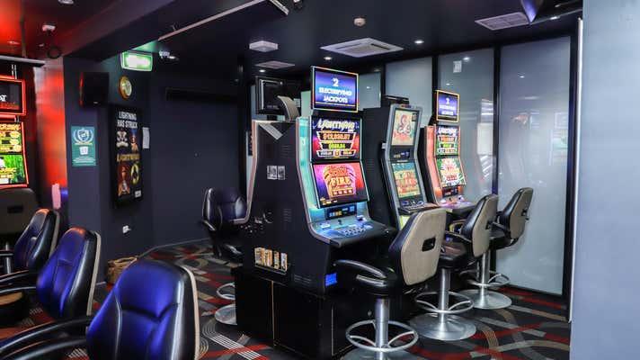 Royal Hotel, 88 Wynyard Street Tumut NSW 2720 - Image 2