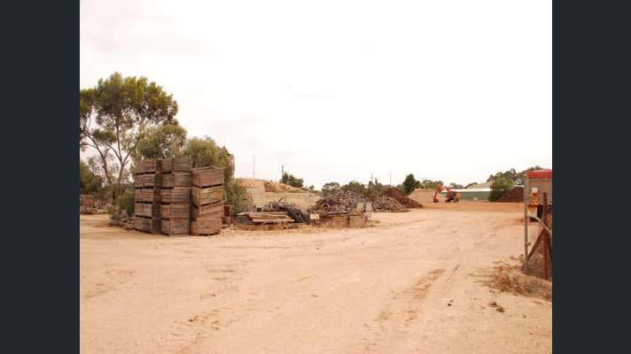 19 Badcoe Rd Loxton SA 5333 - Image 2