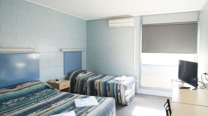 Royal Hotel, 88 Wynyard Street Tumut NSW 2720 - Image 15