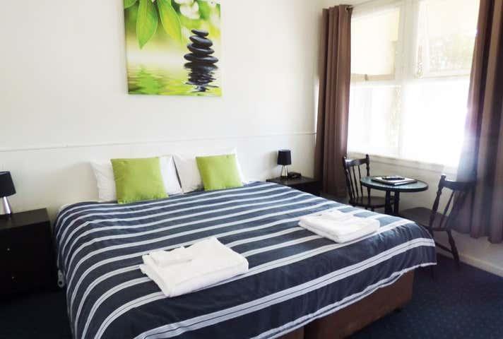 Calder Family Motel, 296-310 High Street Kangaroo Flat VIC 3555 - Image 1