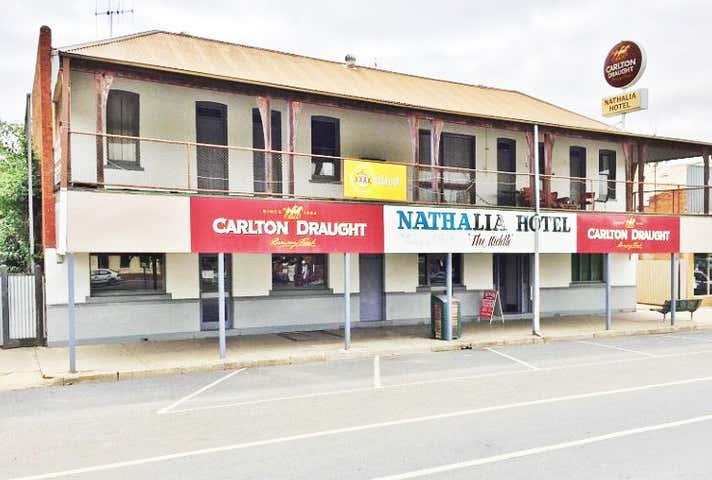 "Nathalia ""The Middle"" Hotel, 33-37 Blake Street Nathalia VIC 3638 - Image 1"