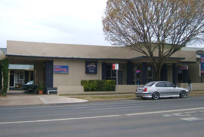 Clifton Motel, 424 Smollett Street Albury NSW 2640 - Image 1