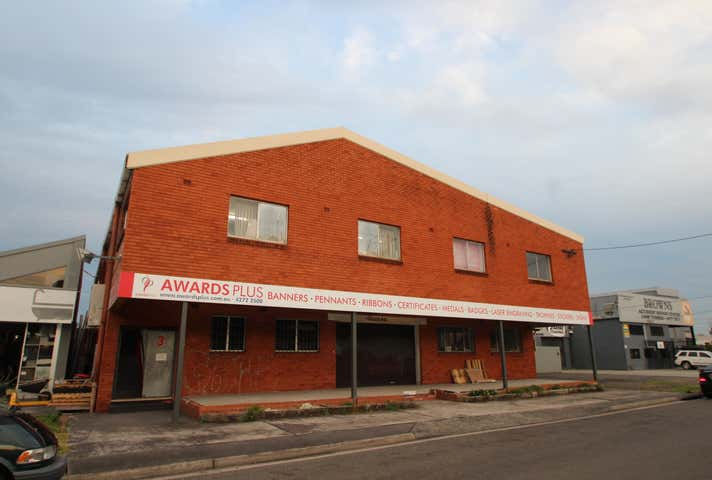 3 First Avenue, Unanderra, NSW 2526