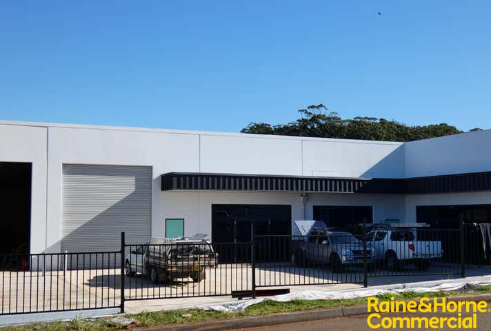 (L) Unit 2, 211 Lake Road Port Macquarie NSW 2444 - Image 1