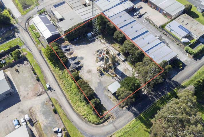 CORNER SITE WITH INCOME, 16 Nester Road Woori Yallock VIC 3139 - Image 1