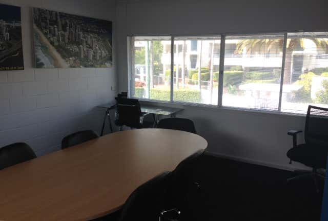 3/13 Tedder Avenue Main Beach QLD 4217 - Image 1