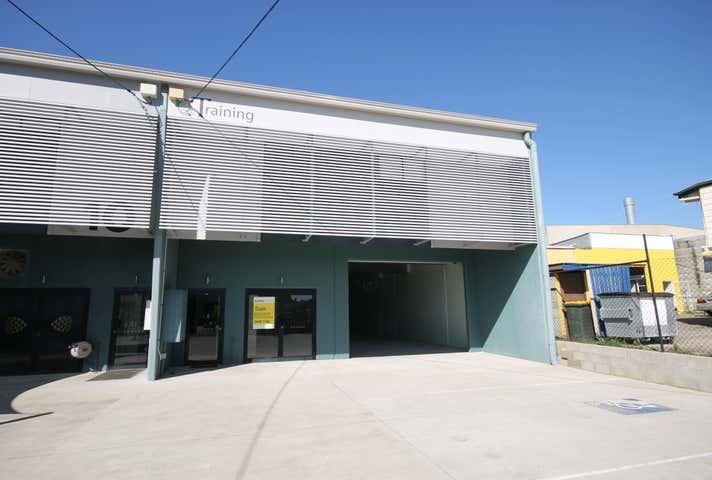 12 Thorne Street Wynnum QLD 4178 - Image 1