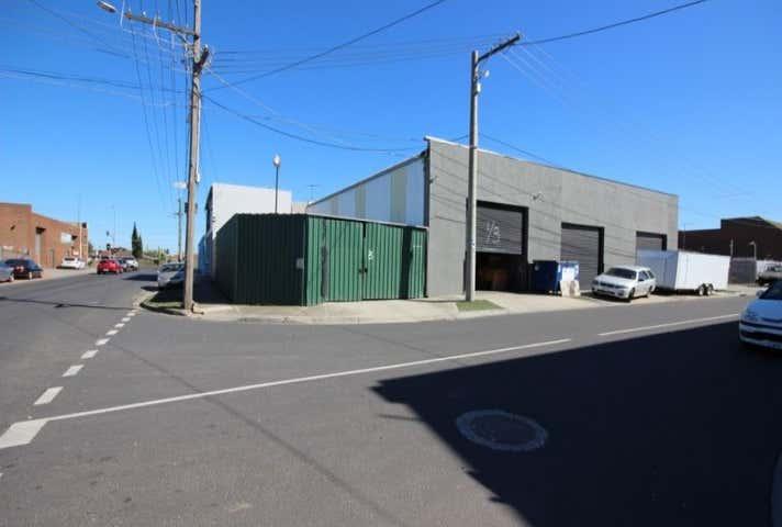 2/3 Whitehill Ave Sunshine North VIC 3020 - Image 1