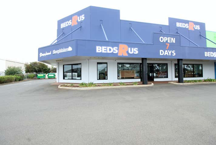 1/900 Ruthven Street Kearneys Spring QLD 4350 - Image 1