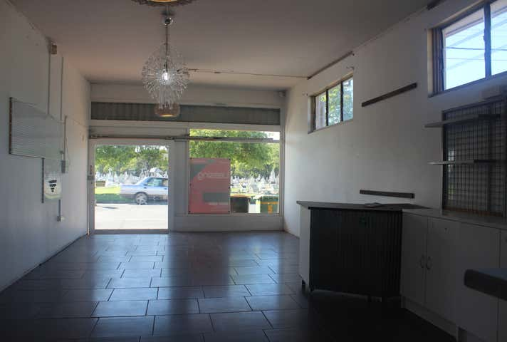 3/5 Holland Street West Mackay QLD 4740 - Image 1