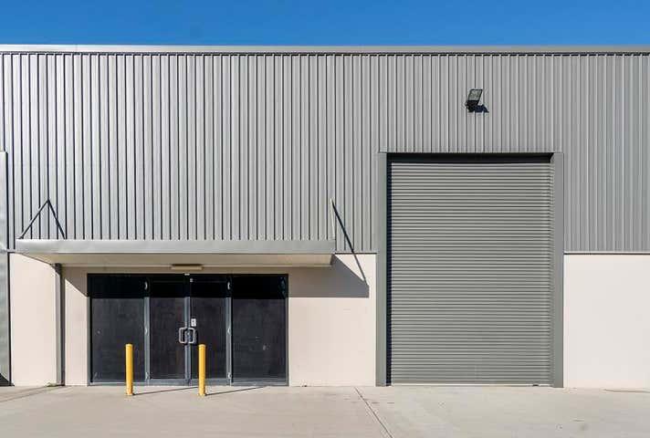 4/2 Enterprise Crescent Singleton NSW 2330 - Image 1
