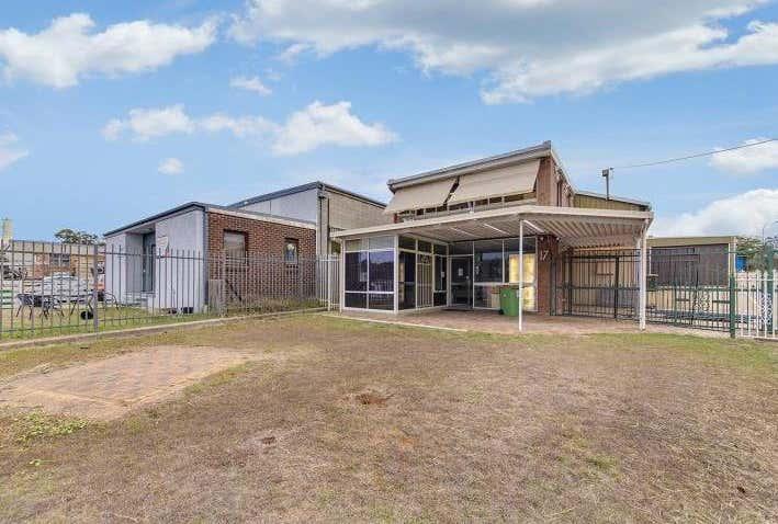 17 Stephens Road Queanbeyan West NSW 2620 - Image 1