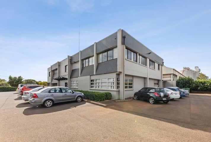 2/218 Anzac Avenue Harristown QLD 4350 - Image 1