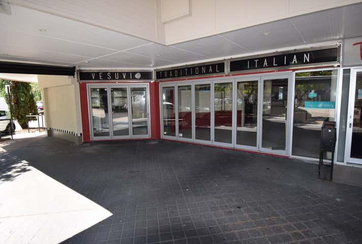 30 Peak Avenue Main Beach QLD 4217 - Image 1