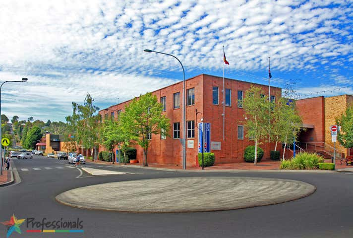 2/215 Beardy Street Armidale NSW 2350 - Image 1