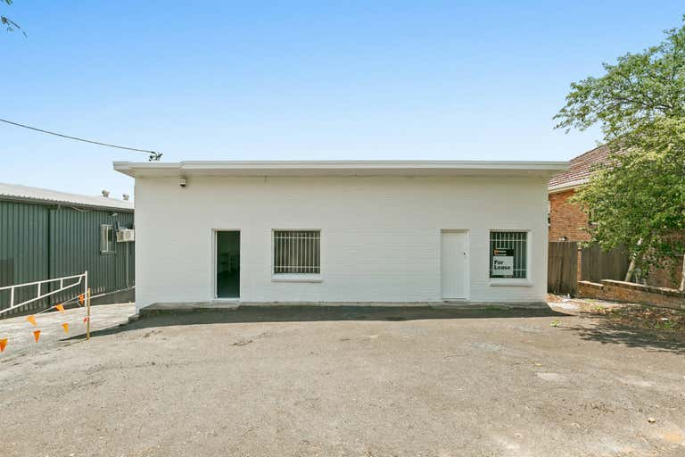 372 Mann Street Gosford NSW 2250 - Image 2
