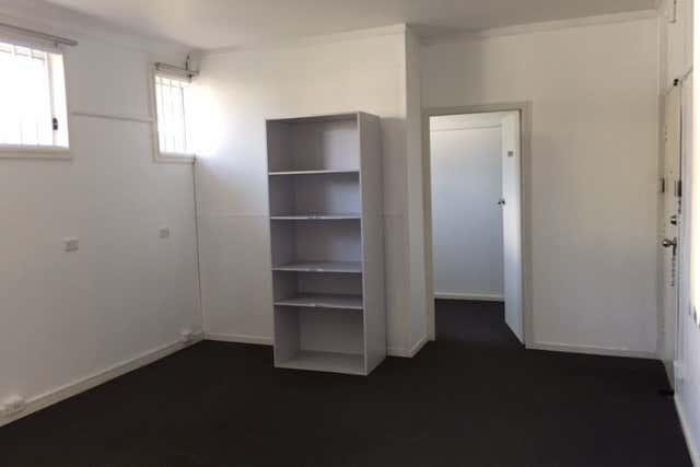 11 Burr Avenue Nowra NSW 2541 - Image 2