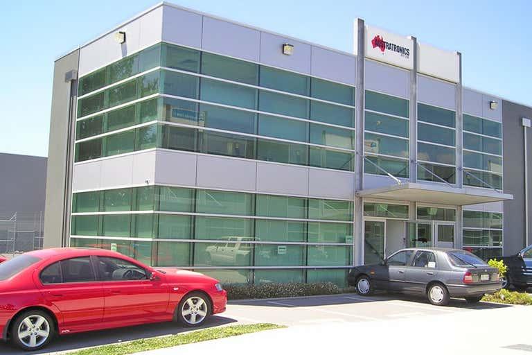 8/3 Westside Avenue Port Melbourne VIC 3207 - Image 1