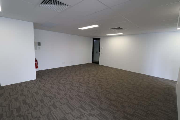 1/10 New Street Nerang QLD 4211 - Image 3