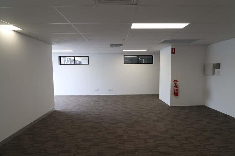 1/10 New Street Nerang QLD 4211 - Image 4