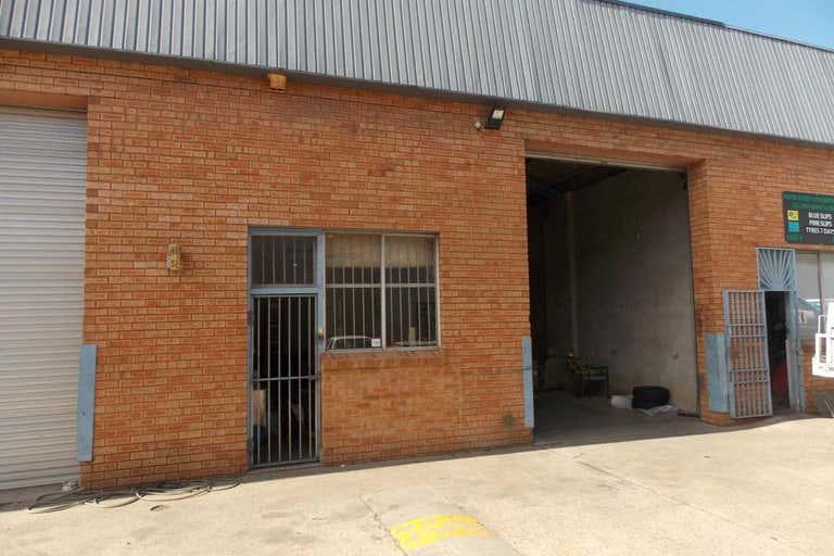 Unit 6, 10-16 Sturt Street Smithfield NSW 2164 - Image 1