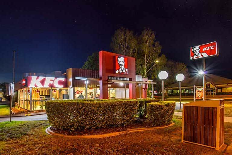Emerald Village Shopping Centre, 51-57 Hospital Road Emerald QLD 4720 - Image 4