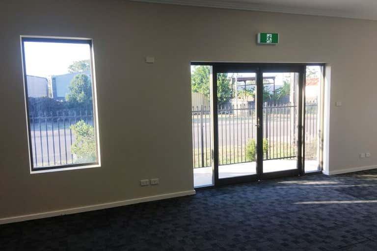 1-2/9 Carmichael St Raymond Terrace NSW 2324 - Image 4
