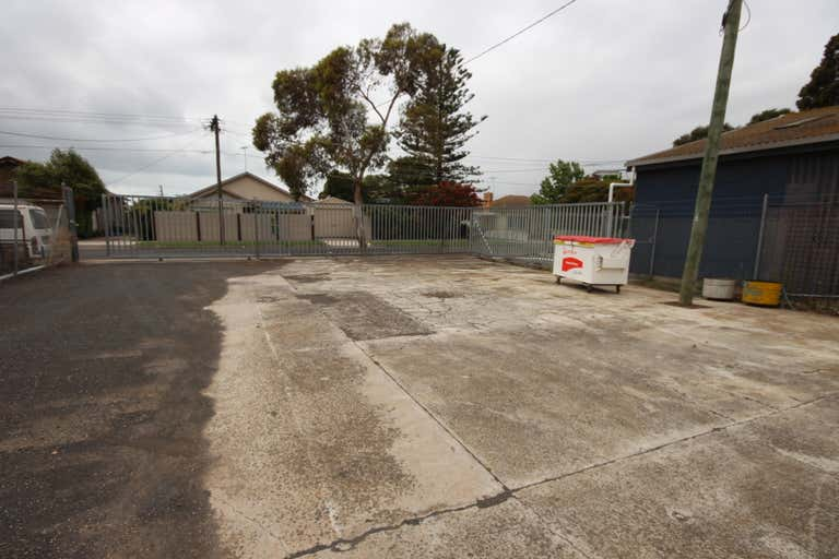 1C Seaforth Street North Shore VIC 3214 - Image 4